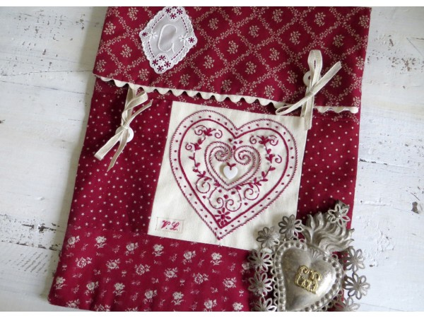 Pochette Coeur broderie traditionnelle Semi-Kit