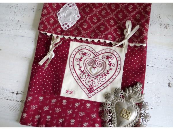 Pochette Coeur broderie traditionnelle  Semi-Kit