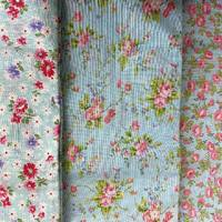 Tissus fleuris coton au choix 1m ou 50 cm x 110 cm .  Envoyer un mp. #tissusaddict #tissucoton #tissufleuri #cartonnagetissu #coutureaddict  #tissupatchwork