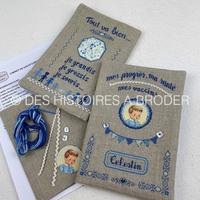 Voici la version bleu du protège carnet de santé!!! À retrouver sur le site.  #kitdebroderie #pointdecroixfrance #carnetdesante #garçon #bleu #crossstitchpk #pointcroix #pointcompté #nouveauté