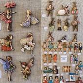 Figurines en bois disponibles sur le site www.deshistoiresabroder.com , à coudre ou à coller Vos commandes sont préparées dans le respect des consignes de sécurité. Les délais de livraison seront juste un petit peu plus longs mais ça fonctionne #figurines #deshistoiresabroder #figurinesenbois #paques2020 #cartonnage #figurinesacoudre #figurinesacoller #elfes #lapindepaques #figurinesfillettes #femmequitricote