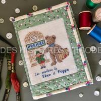 """Les Aventures de Léon et Poppy, broderie """"L'Arrivée"""". Nous vous la proposons montée en pochette à 3 battants. Tous les tissus, le molleton, la fermeture éclair, la toile à broder, les fils, le diagramme, les explications et les gabarits sont fournis dans le kit. Ce kit est en édition limitée et réalisé en collaboration avec Sarahpatch. Retrouvez-le sur nos 2 sites. www.deshistoiresabroder.com www.sarahpatch.fr #broderiemain #creationartisanale #pointcompté #patch # ours #nounours #pochettebrodée #pochettepatch #deshistoiresabroder #creationfrancaise"""